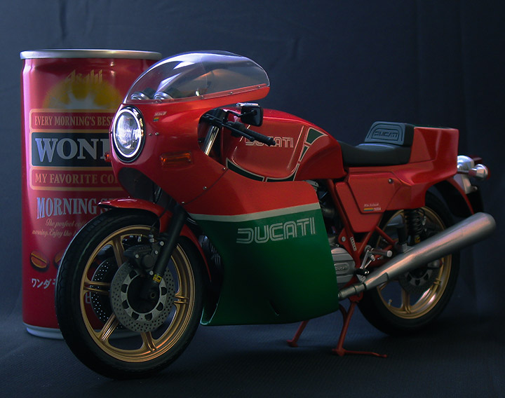 ducati900-comp-front-01-720