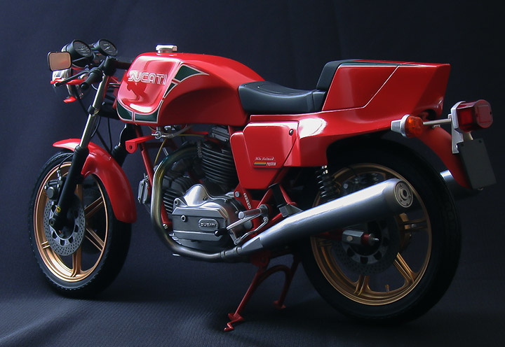 ducati900-comp-rear-01-720