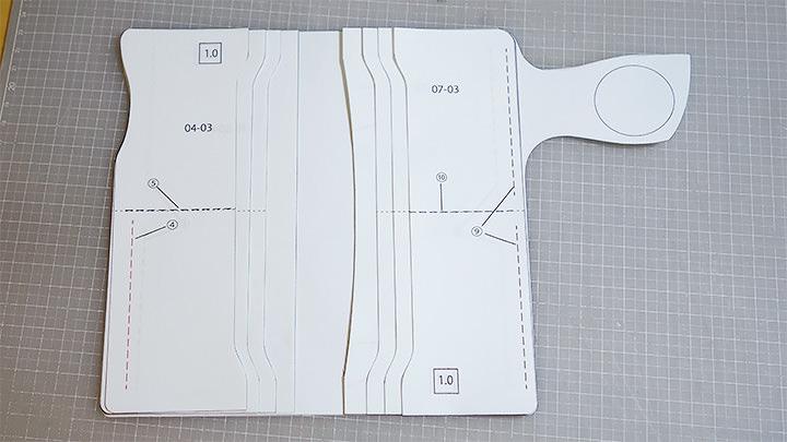 レザークラフト型紙を並べる