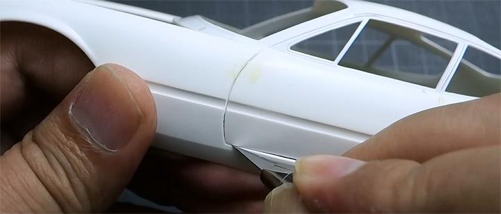 1/24フェラーリ・デイトナ:ドア開閉のために切り抜き
